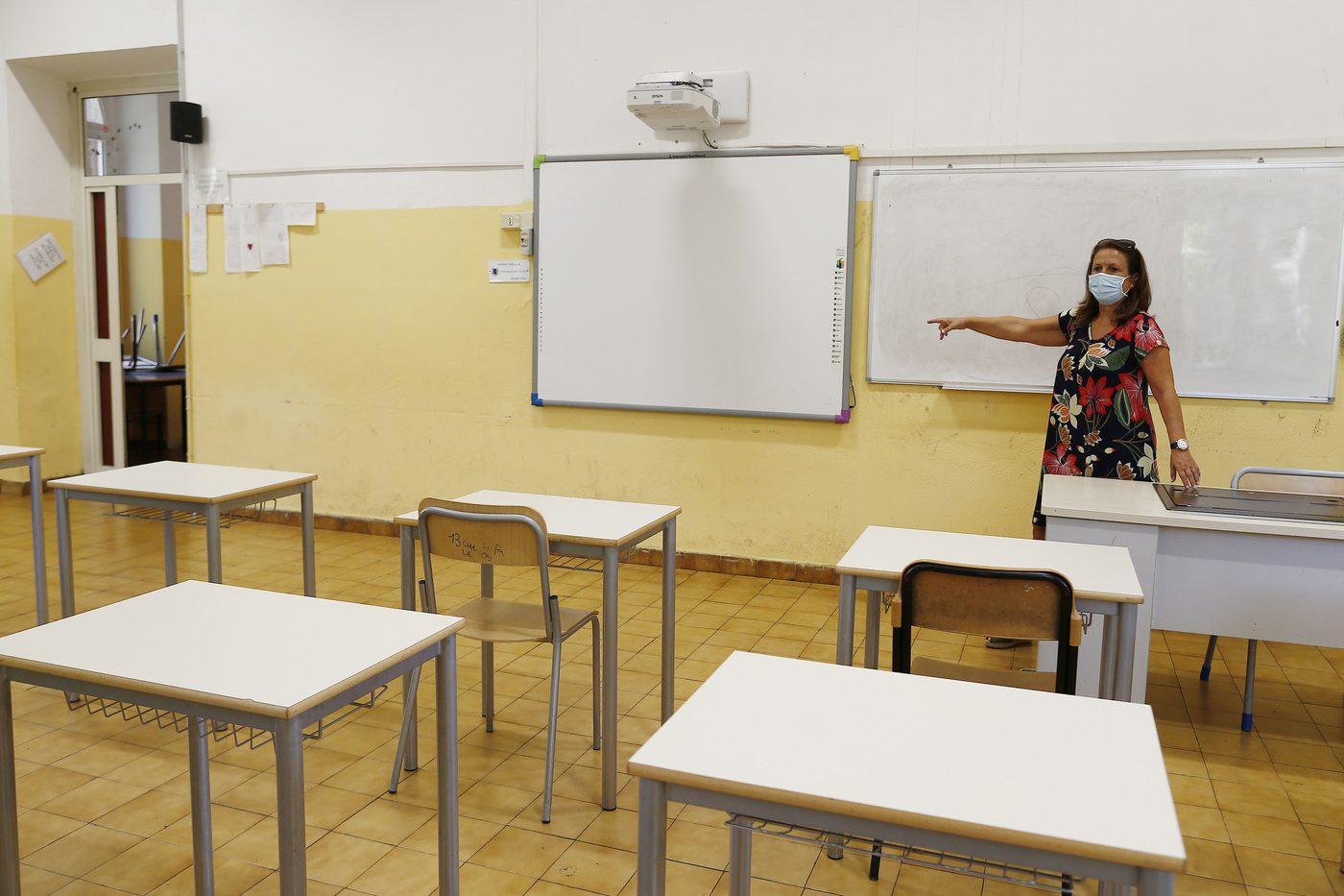 Inizio scuola 2020, la viceministra Ascani: «Un problema i banchi in ritardo: correggeremo gli errori»